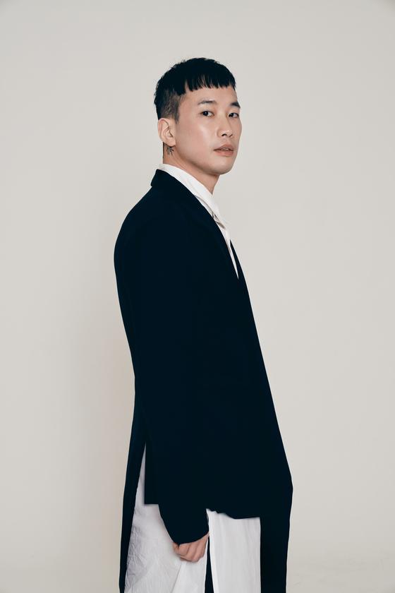 지난달 23일 정규 3집 '시편'을 발표한 작곡가 정재일. [사진 유니버설뮤직]