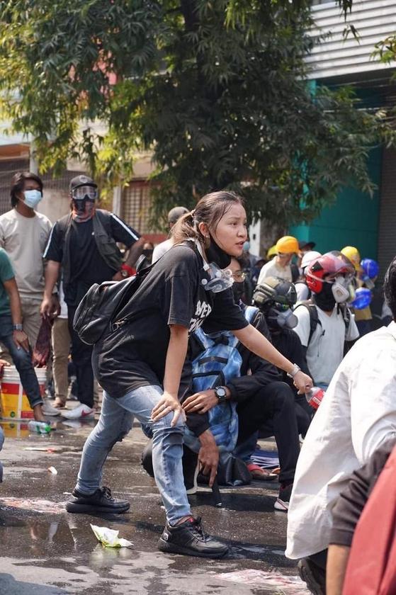 지난 3일 미얀마 제2 도시 만달레이에서 열린 쿠데타 반대 시위에 참여한 치알 신의 생전 모습. [SNS 캡처]