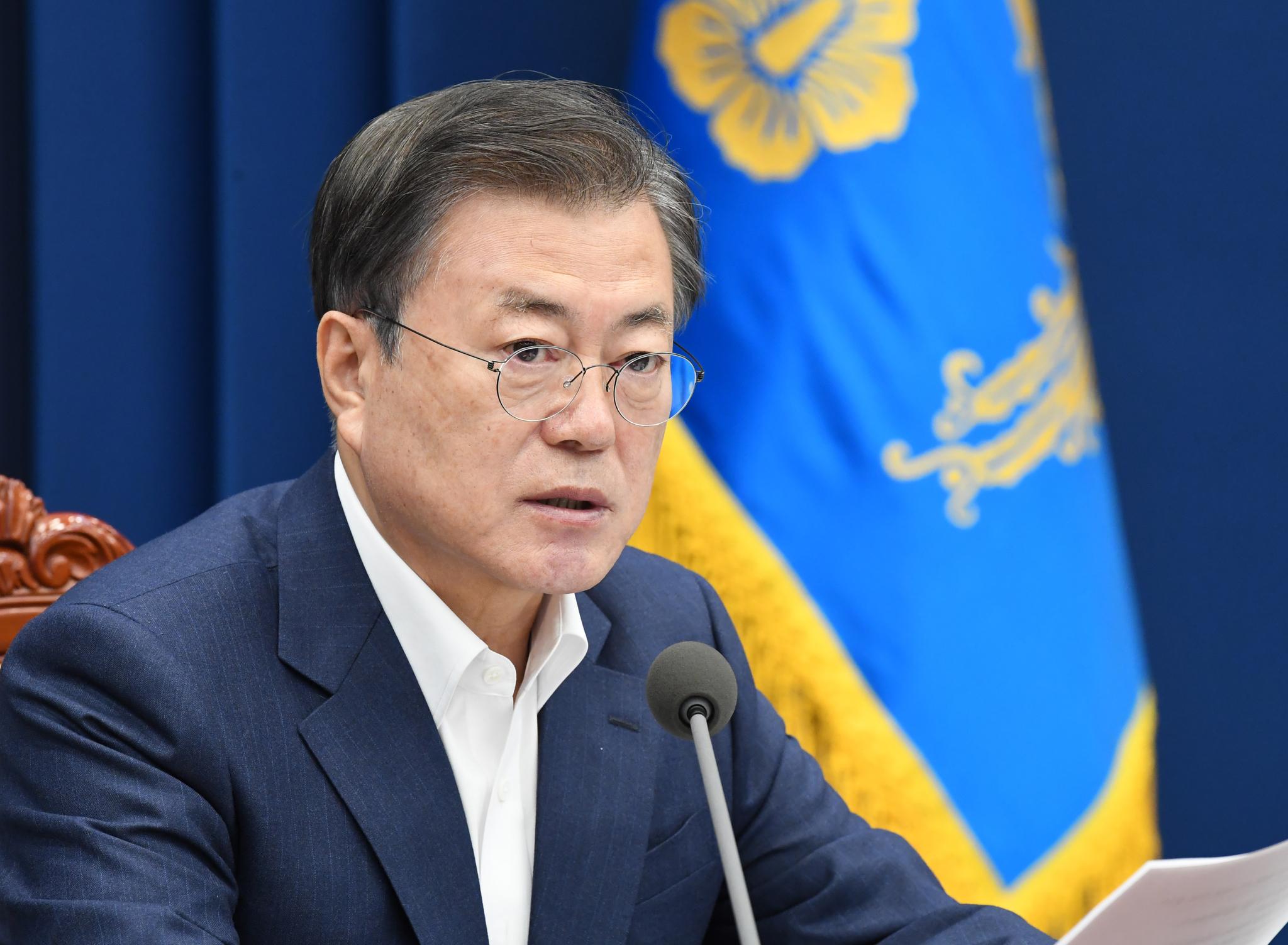 지난 2일 청와대 여민관에서 열린 화상 국무회의에서 모두발언을 하고 있는 문재인 대통령. 청와대사진기자단