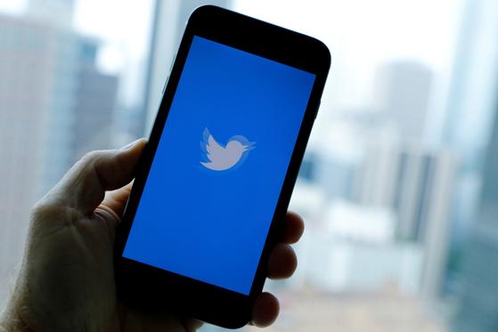 트위터 앱 . 트위터는 최근 오디오 콘텐트 서비스인 '스페이스'에 대한 안드로이드 베타 버전을 내놨다. [로이터=연합뉴스]