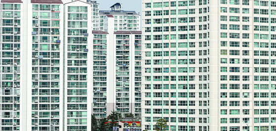 1,2인 세대가 급증했지만 소형 주택이 별로 늘지 않아 수도권 공급 부족 물량이 50만가구로 추정된다. 사진은 서울 아파트 모습. 연합뉴스