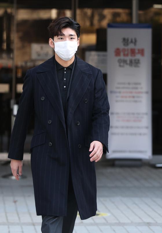 법원 나서는 쇼트트랙 임효준. 연합뉴스