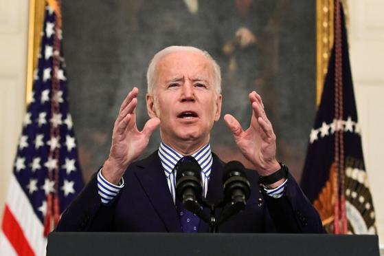 조 바이든 미국 대통령이 6일(현지시간) 미 상원에서 미국 구제계획 경기부양안이 통과된 이후 백악관에서 소감을 밝히고 있다. [로이터=연합뉴스]