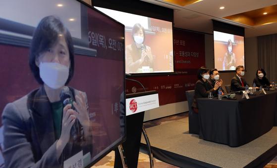 지난해 11월 서울 몬드리안 호텔에서 열린 세계여성이사협회(WCDKorea) 창립 4주년 포럼 '여성의 경영 참여 확대:이사회의 미래'에서 패널로 참석한 배보경 고려대 교수가 발언하고 있다. [연합뉴스]