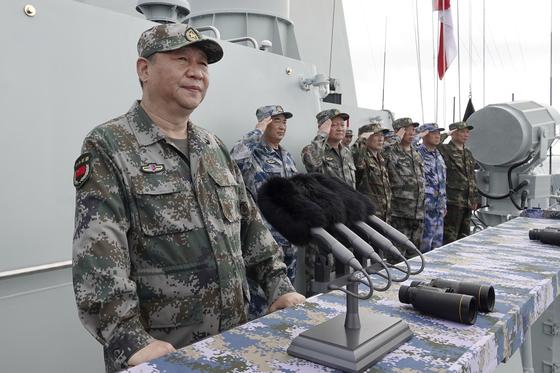 지난 2018년 4월 남중국해에서 중국 해군 함대를 사열하며 연설을 하고 있는 시진핑 중국 국가주석. [신화=연합뉴스]