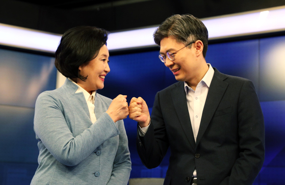 더불어민주당 박영선 후보(왼쪽)와 시대전환 조정훈 후보. 연합뉴스