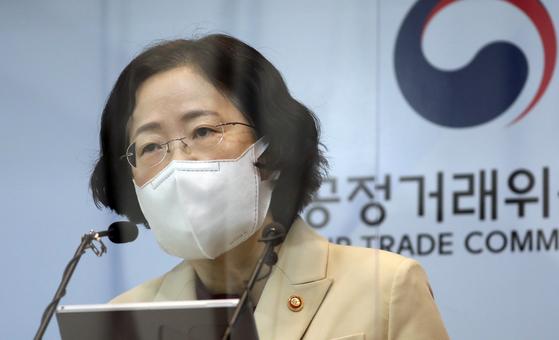 조성욱 공정거래위원장이 지난 5일 정부세종청사에서 전자상거래법 개정안을 설명하고 있다. 뉴스1