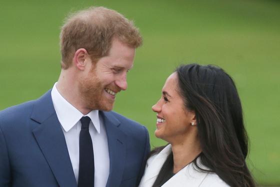 지난 2017년 11월27일 영국 해리 왕자와 그의 부인 메건 마클의 모습. AFP=연합뉴스