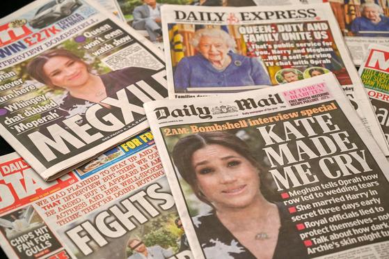해리 왕자 부부의 인터뷰를 다룬 영국 대중지의 3월 8일자 1면. AFP=연합뉴스