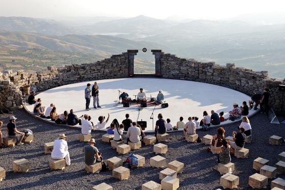 이탈리아 시칠리 섬의 파바라 마을. 10년 간 '팜 컬쳐럴 파크' 프로젝트가 추진된 이곳은 현재 세계 미술 애호가들을 불러들이는 곳이 됐다. [사진 서울디자인재단]