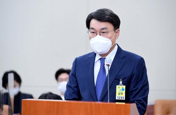 최정우 포스코 회장이 22일 서울 여의도 국회에서 열린 환경노동위원회 산업재해관련 청문회에서 의원의 질의에 답하고 있다. 뉴스1