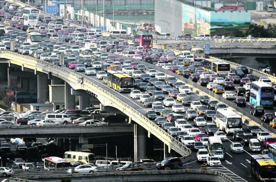 베이징의 도로 ⓒ로이터