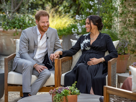 영국 해리 왕자와 메건 마클 부부가 오프라 윈프리와 인터뷰를 하는 모습. [로이터=연합뉴스]