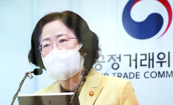 조성욱 공정거래위원장이 지난 5일 정부세종청사에서 전자상거래법 개정안 입법예고 브리핑을 하고 있다. 뉴스1