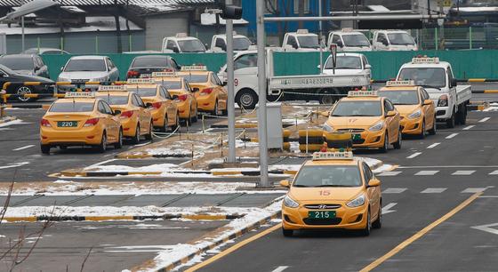 지난1월 11일 서울시내 운전면허학원에 자동차들이 세워져 있다. 뉴스1