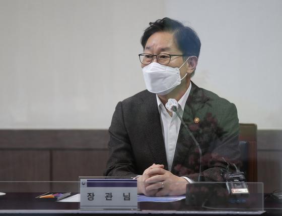 """법무부 """" '김학의 철수 수사'검사 파견 연장 없이는 충분하다"""""""