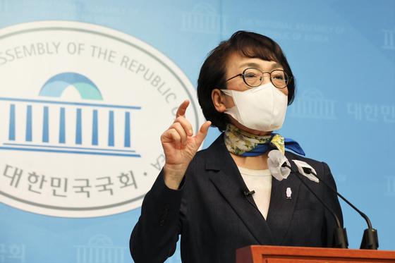 김진애 열린민주당 서울시장 후보가 15일 국회 소통관에서 한국토지주택공사 투기 현안 관련 기자회견을 하고 있다. 연합뉴스
