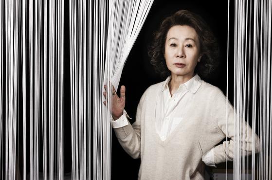 2012년 영화 '돈의 맛'으로 인터뷰할 당시 당시 배우 윤여정의 모습. 권혁재 사진전문기자