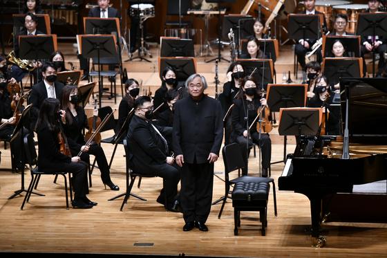 14일 서울 예술의전당에서 코리안 심포니 오케스트라와 협연한 피아니스트 백건우. [사진 빈체로]
