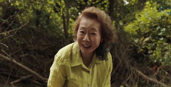 영화 '미나리' 속 윤여정. 할머니 순자 역으로 제93회 아카데미 여우조연상 후보에 지명됐다. [사진 판씨네마]