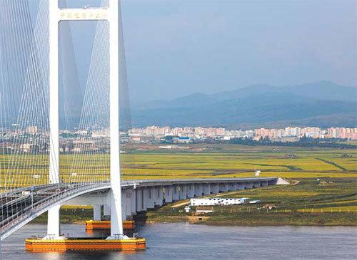 중국 단둥과 북한 신의주를 잇는 신압록강대교의 모습. [로이터=연합뉴스]