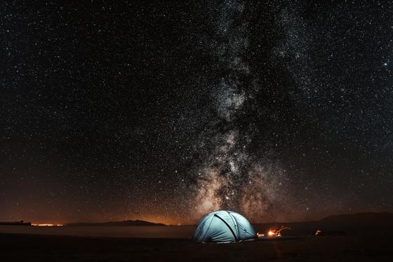 사실 장소보다는 사람이 더 중요한 것이 캠핑인 것 같다. [사진 unsplash]