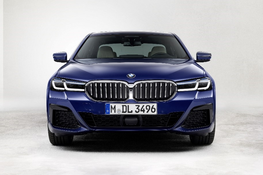 [2021 COTY] BMW 뉴 5시리즈 정면. 사진 BMW