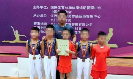 '학폭' 희생자 샤오카이 등 10세 소년 5명은 허베이성 대회에서 금메달을 따는 등 뛰어난 실력을 보였다. [텅쉰왕 캡처]