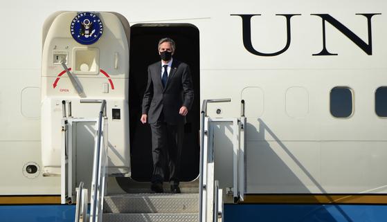 17일 오산 공군기지에 도착한 토니 블링컨 미 국무장관. [연합뉴스]