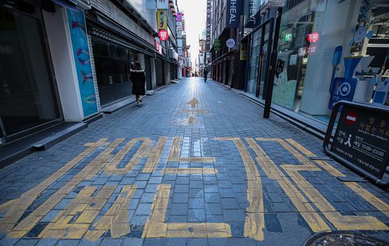 지난 1월 서울의 핵심 상권 중 하나인 중구 명동 거리의 상점이 곳곳 휴업과 폐업을 해 한산한 모습이다. 연합뉴스