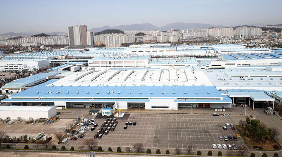 지난 17일 협력업체 노사분규가 이틀째 이어지면서 생산이 멈춘 광주광역시 서구 기아자동차 공장이 텅 비어 있다. 프리랜서 장정필