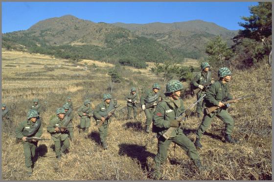 1968년 11월 울진·삼척 무장공비 소탕작전 모습. [중앙포토]