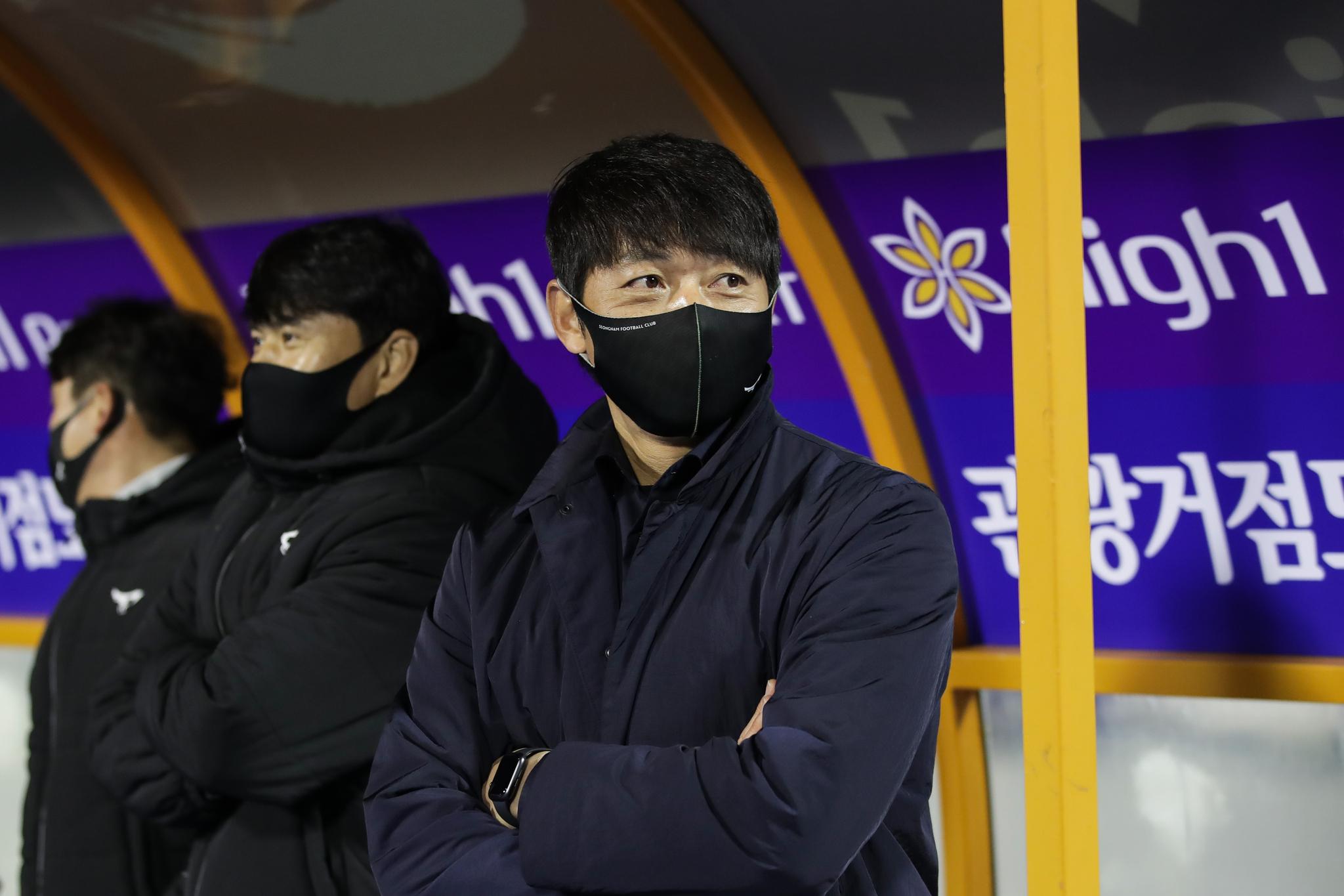프로축구 성남FC 김남일 (오른쪽) 감독. [사진 프로축구연맹]
