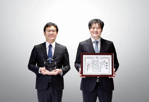 사진: 고어社, 토요타 '프로젝트 어워드' 수상 (사진 제공=고어코리아) 고어 연료전지 기술 프로덕트 스페셜리스트 신이치 니시무라(왼쪽)와 토요히로 마츠라(오른쪽)가 토요타 프로젝트 어워드를 수상하고 있다.