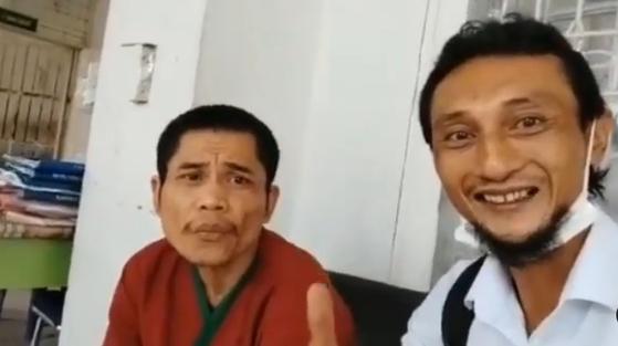 지난 2004년 '인도양 쓰나미' 발생 당시 실종됐던 인도네시아 경찰관 추정 인물 아셉(왼쪽). [인스타그램 캡처]