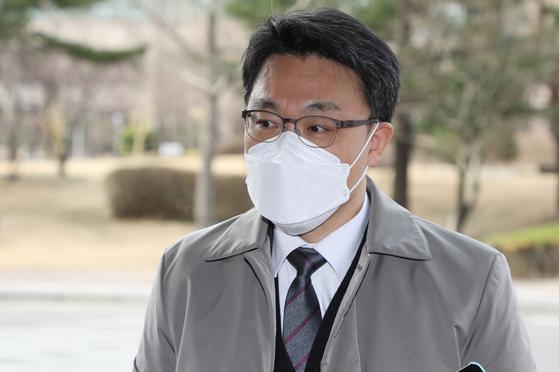 김진욱 고위공직자범죄수사처장이 지난 19일 오전 정부과천청사로 출근하고 있다. 연합뉴스
