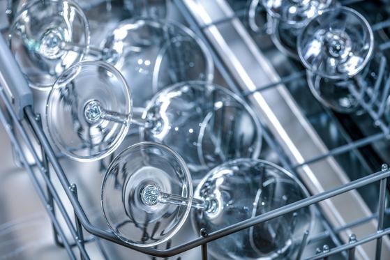 수강생이 설거지에 열중하는 모습에서 그 사람의 생활을 엿볼 수 았다.[사진 pixabay]