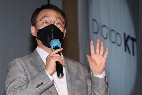 """오는 30일 취임 1주년을 앞둔 구현모 KT 대표는 23일 기자간담회에서 """"이제 콘텐트 사업으로 돈을 벌 수 있을 것""""이라고 말했다. [뉴스1]"""