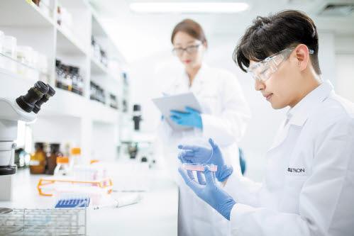 셀트리온은 암·천식·골다공증 등 다양한 바이오의약품의 글로벌 임상을 진행하고 있다.