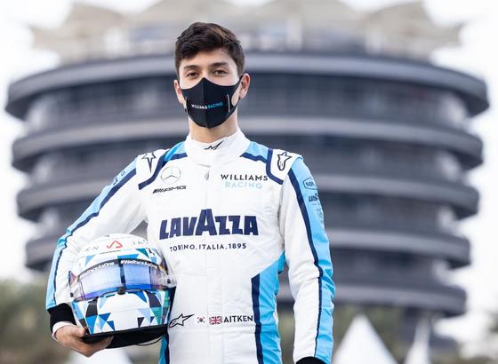 한국계 최초로 F1 경기에 출전한 잭 에이큰(한국명 한세용). 경기복 허리춤에 태극기와 영국 국기가 나란히 그려져있다. [윌리엄스팀 제공]