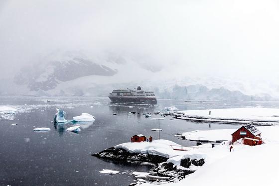 영국의 위대한 탐험가 어네스트 셰클턴이 이끄는 탐험대는 1914년 8월 남극대륙에 도달한 얼마후 빙산에 갇혀 오도 가도 못하는 신세가 됐고, 배를 버린 셰클턴을 포함한 27명의 탐험대원은 영하30도 이하의 혹한과 기아를 견뎌 내며 634일간의 사투를 벌였다.[사진 pixabay]