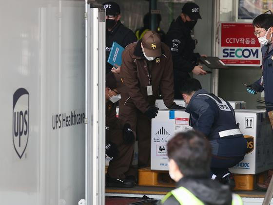 화이자 25 만 명 인천 도착 … 다음 달 1 일부터 75 세 이상 예방 접종 시작