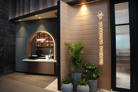 3월 26일 서울 중구 스테이트타워 남산 빌딩에 문을 여는 스타벅스 별다방의 내부 모습. 사진 스타벅스커피코리아
