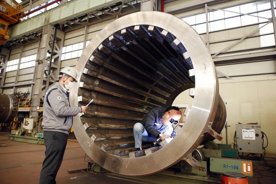 두산중공업이 미국 펜실베니아주 TMI 원자력발전소에서 캐스크 제작 공정을 진행하고 있다 [사진 두산중공업]