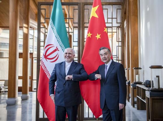 모하마드 자바드 자리프 이란 외무장관과 왕이 중국 외교부장 [신화=연합뉴스]
