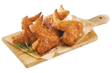 도미노피자는 든든한 한 끼 식사를 즐길 수 있도록 다양한 사이드디시만으로 구성한 '점저팩 세트 3종'을 새롭게 선보였다. 왼쪽부터 통날개 치킨, 포테이토 샐러드. 블랙 슈림프 스틱.  [사진 도미노피자]