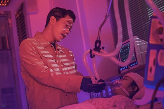 '펜트하우스2'에서 배로나(김현수)를 죽이려고 하는 주단태(엄기준)의 모습. [사진 SBS]
