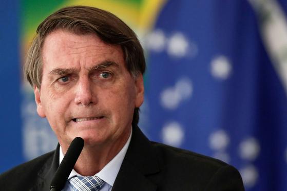 자이르 보우소나루 브라질 대통령이 여성 기자를 상대로 성희롱적 발언을 해 배상금을 물어주게 됐다. 로이터=연합뉴스