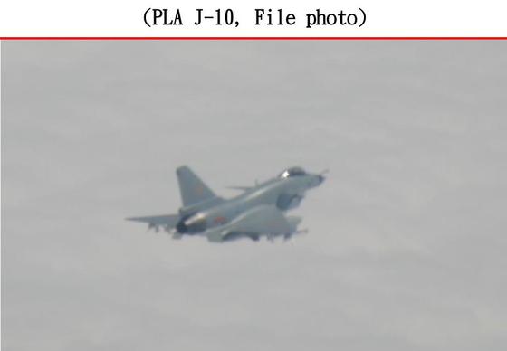 지난 26일 중국 군용기 20대가 대만 방공식별구역에 진입한 데 이어, 27일 오전에도 중국 J-10 전투기 1대가 대만 서남부 상공에 진입했다고 28일 대만 국방부가 밝혔다. [대만 국방부 홈페이지 캡처=연합뉴스]