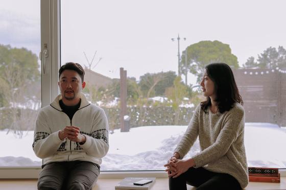 제주에서 갭이어 보내고 있는 김석민(왼쪽), 곽새미(오른쪽) 부부. 결혼 초기 막연히, 입버릇처럼 이야기했던 부부 동반 갭이어를 정말 이룰 수 있을지 몰랐다. ⓒ 서원